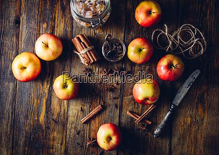 apples with clove cinnamon anise star