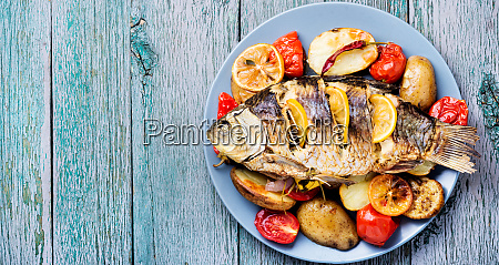 fish baked with vegetable garnish