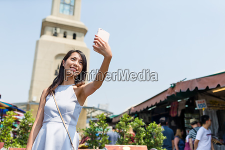 tourist taking selfie in bangkok famous