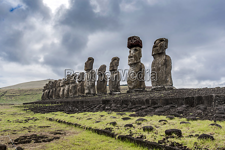 the 15 moai of ahu tongariki