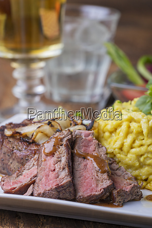 austrian onion steak with spaetzle