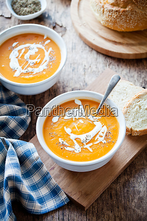 couple, of, bowls, of, homemade, pumpkin - 26052781