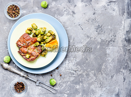 meat, steak, with, vegetables - 26052818