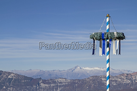 curious bavarian maypole in front
