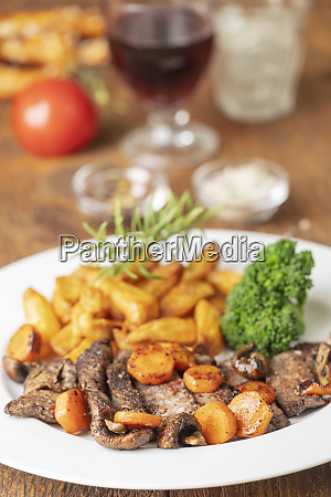 steak slices with carrots and fries