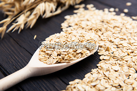 rolled oats or oat flakes on