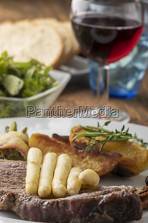 grilled steak with white asparagus
