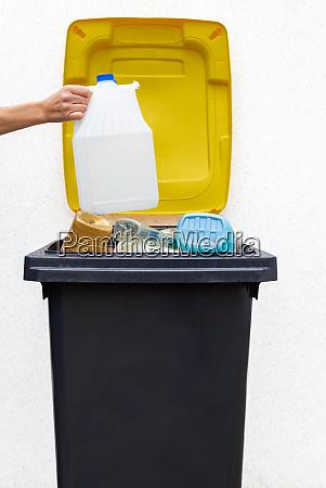 garbage bin for plastic
