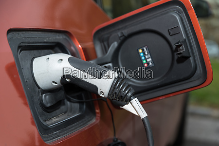 refueling electricity at the car