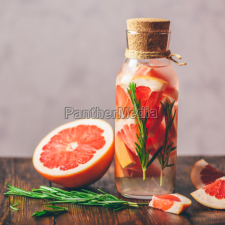 detox water with grapefruit and rosemary