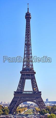 eiffel tower at daylight