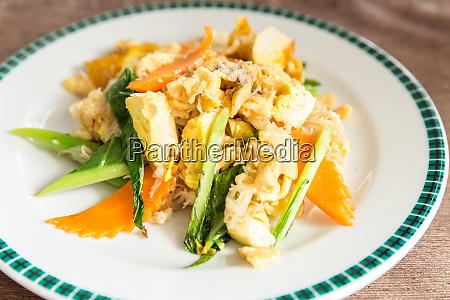 stir fried noodles tofu