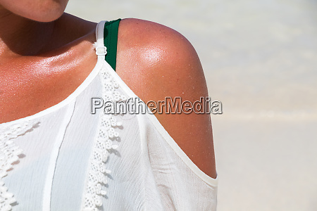 woman shoulder under the sun at