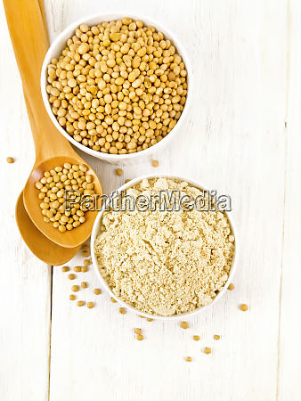 flour soy with soybeans on board