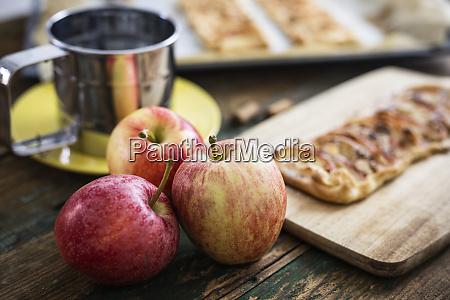 preparing apple pie