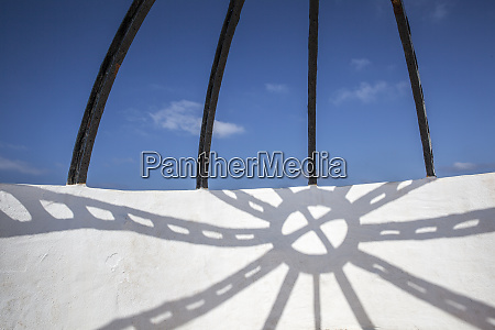 menorca shadow on facade scaffold