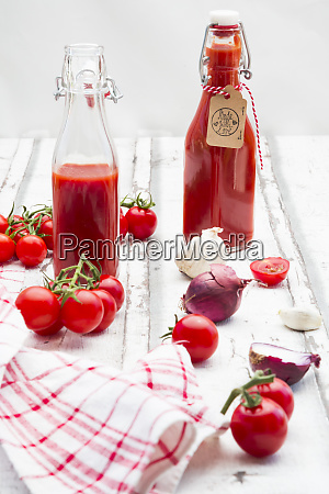 homemade tomato ketchup and ingredients