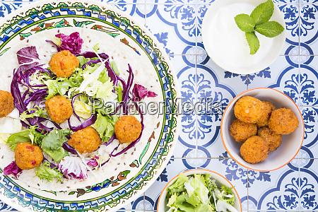 falafel leaf salad red and white