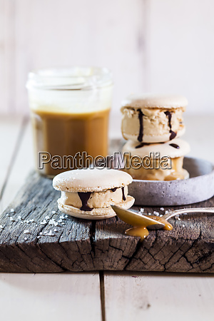 macarons filled with salted caramel icecream
