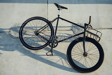 customised commuter fixie bike at concrete
