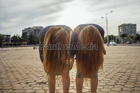 redheaded twins in the city headbangen