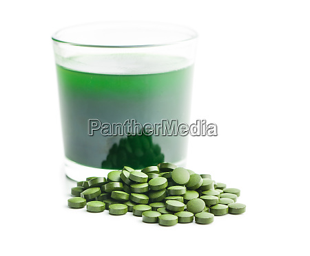 chlorella or green barley detox superfood