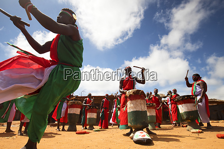 traditional burundian dance with typical drums