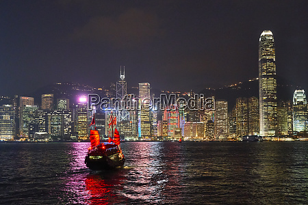 traditional junk boat on victoria harbour