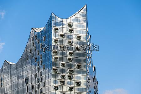 glass facade of the elbphilharmonie elbe