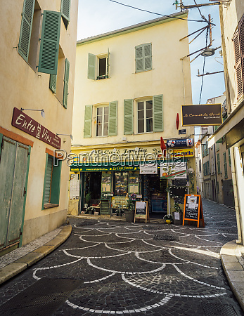 picturesque small alleyway in antibes alpes
