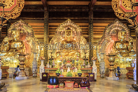 gia sinh buddhas inside a pagoda
