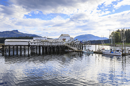 hoonah dock and boats tlingit community