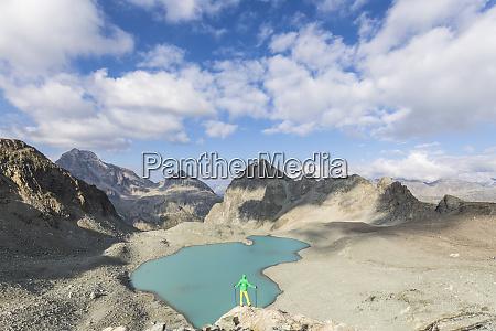 hiker on the rocks overhanging lej