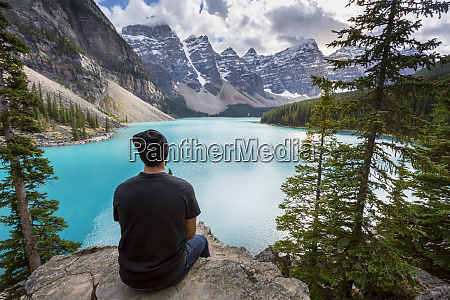 lone traveller at moraine lake and