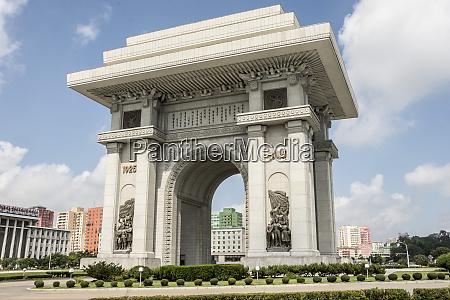 arch of triumph 10 metres taller