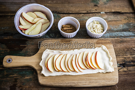 preparing apple pie