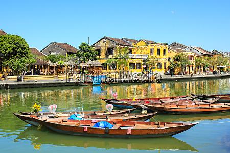 thu bon river in hoi an