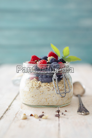 overnight oats with fresh berries in