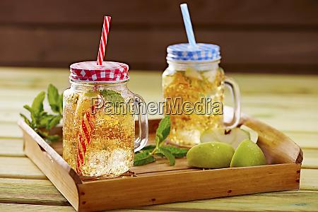 refreshing apple lemonade