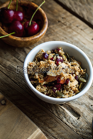 healthy cereals with fruit yogurt and