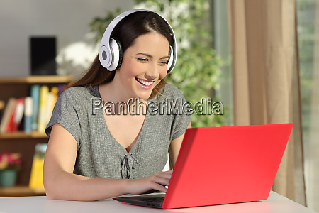 girl e learning with a laptop