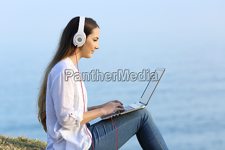 girl, learning, on, line, with, a - 26544774