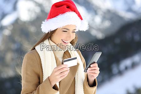woman on christmas paying on line