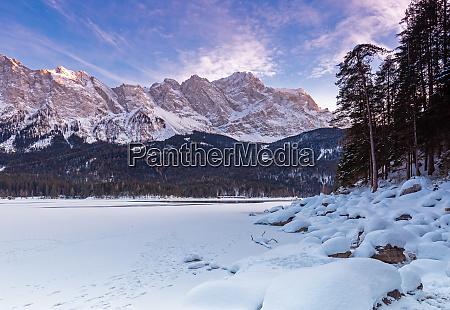 frozen lake eibsee below zugspitze mountain