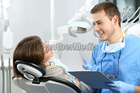 dentist explaining dental treatment procedure to