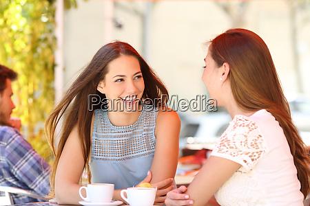 two friends talking in a coffee