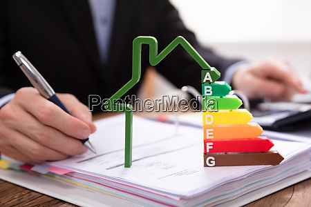 house model showing energy efficiency rate