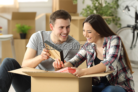 couple packing while moving house