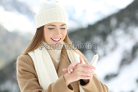 woman hydrating hands skin with moisturizer