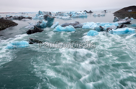 icebergs in jokulsarlon beautiful glacial lagoon